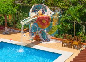 Pool fountain at Hotel y apartaments La Sabana