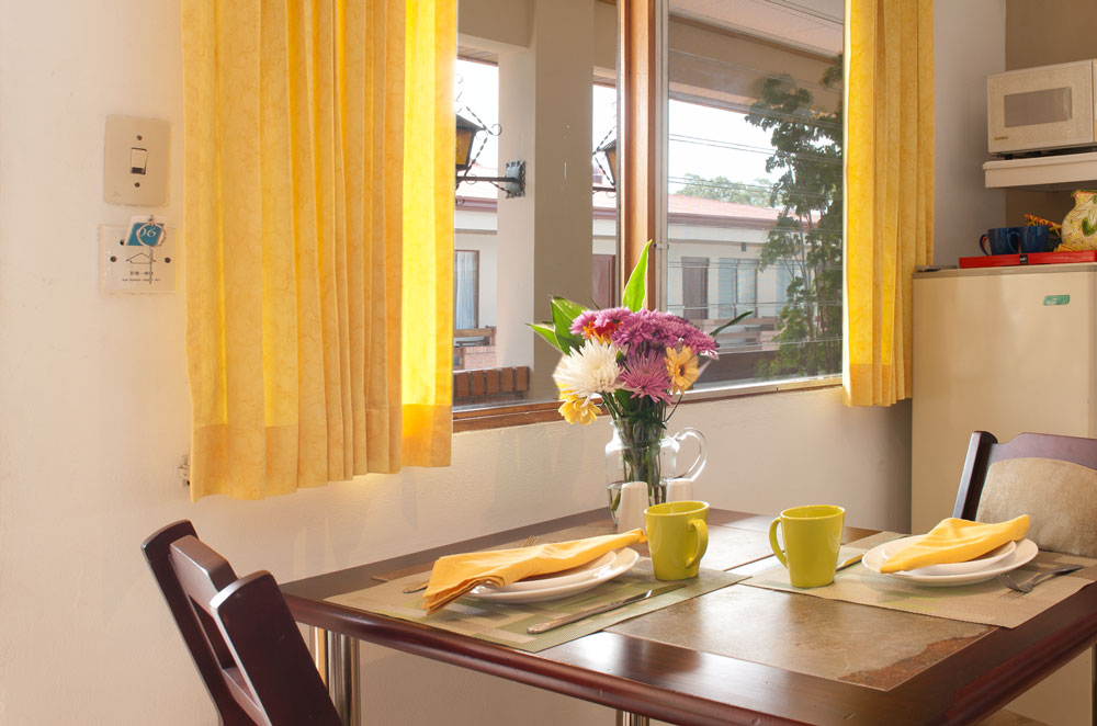 Breakfast area in Apartment Type A at Hotel y apartaments La Sabana.