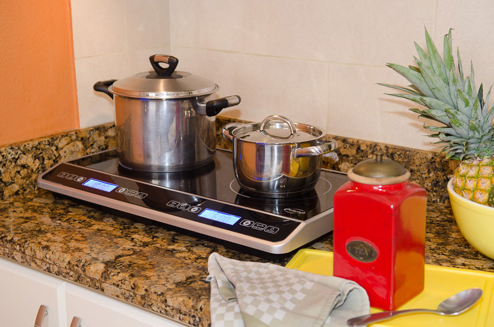 Kitchens are fully equipped at Hotel y apartaments La Sabana.