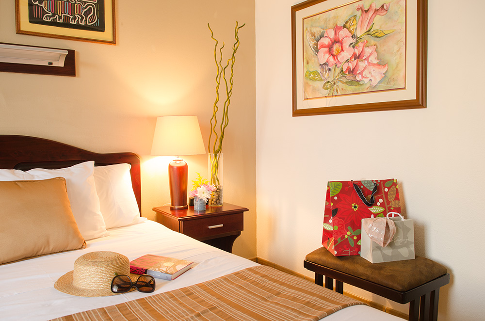 Hotel y apartamentos La Sabana is in the heart of San José, enjoy shopping in the comfort of our Standard C-2 Rooms.