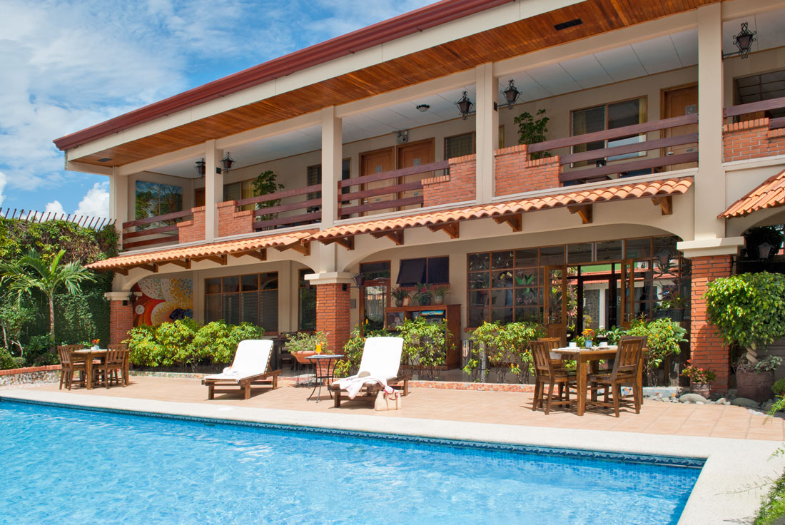 View of pool area at Hotel y apartaments La Sabana
